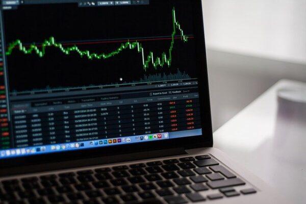 FXのスキャルピング手法とは?利益を上げるポイントやメリットを紹介!のアイキャッチ画像